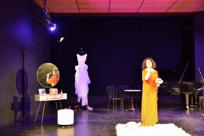 Klaudia Reichenbacher als Polly Paradise im musikalischen Theatermonolog von Christina Jonke_1